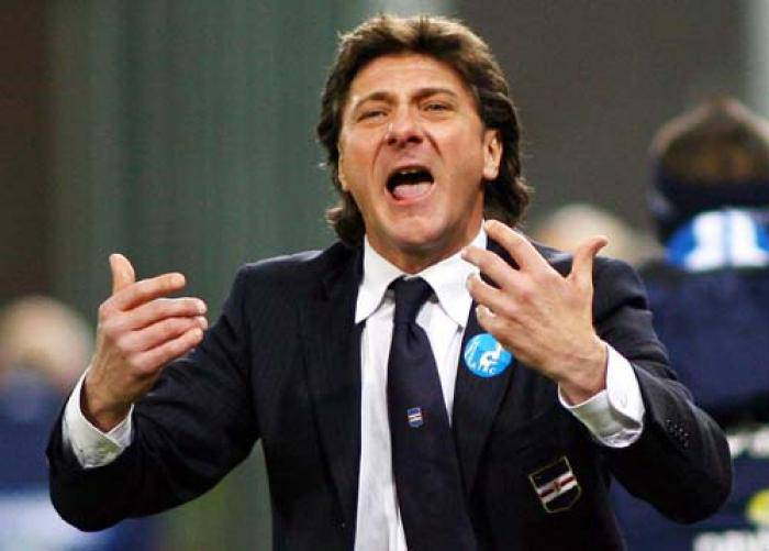 L'allenatore del Napoli Walter Mazzarri