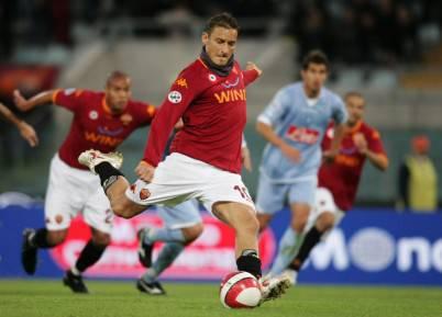 Rigore vincente di Totti contro il Napoli.
