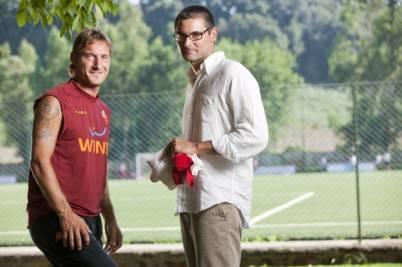Luca Di Bartolomei con il capitano della Roma, Francesco Totti