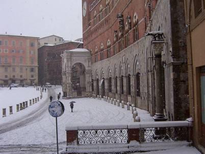 Neve su Piazza del Campo a Siena