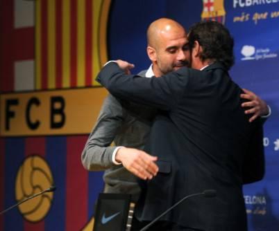 Abbraccio tra Pep Guardiola e il presidente del Barcellona Sandro Rosell