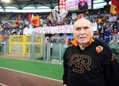 Giorgio Rossi omaggiato dalla curva sud