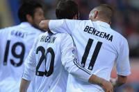 L'abbraccio tra Higuain e Benzema