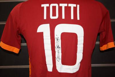 Totti per la beneficenza