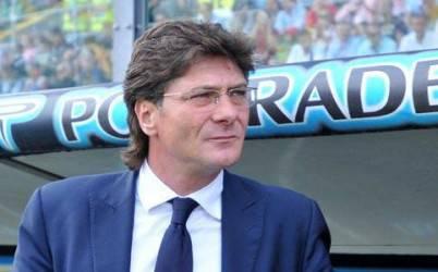 Il tecnico del Napoli Mazzarri