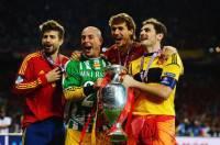 Gerard Pique, Pepe Reina, Fernando Llorente e Iker Casillas festeggiano la vittoria