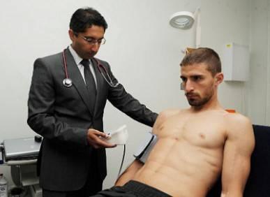 Fabio Borini durante le visite mediche a Liverpool