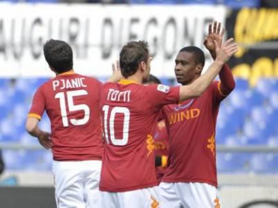 Juan abbraccia il capitano giallorosso Francesco Totti
