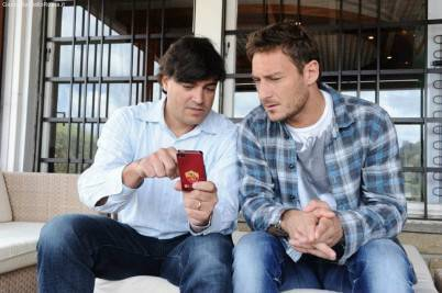 Shergul Arshad, direttore del digital businness dell' As Roma, insieme a Capitan Totti