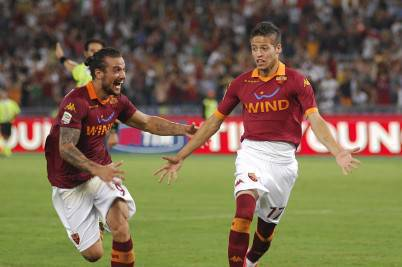 Nico Lopez esulta con Osvaldo