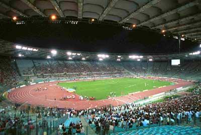 Una veduta dello stadio Olimpico di sera