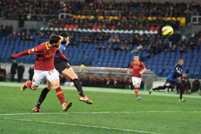 Mattia Destro in gol contro l'Inter