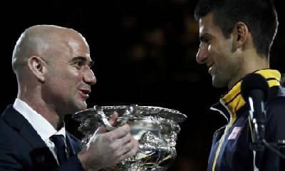 Djokovic premitato da Agassi