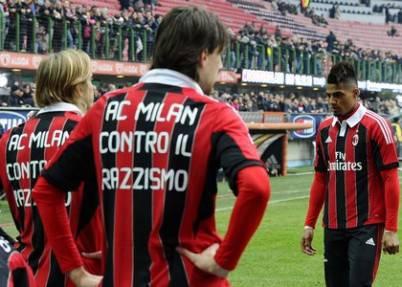 Il Milan protesta contro il Razzismo