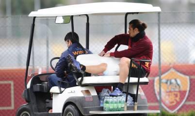 Osvaldo esce in barella