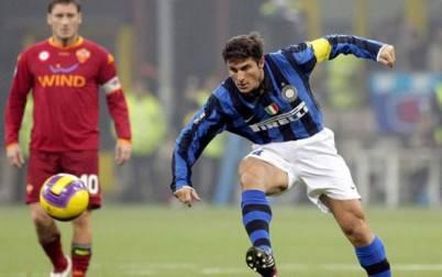 Zanetti e Totti in azione