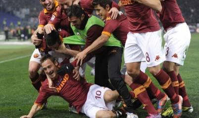 L'esultanza di Totti e tutta la squadra