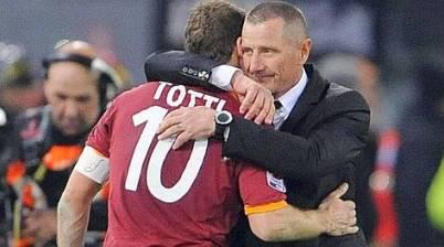 Andreazzoli abbraccia Totti