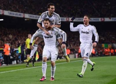 Cristiano Ronaldo esulta con i compagni