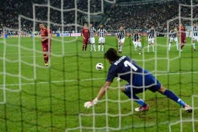 Osvaldo a segno su rigore con la Juve