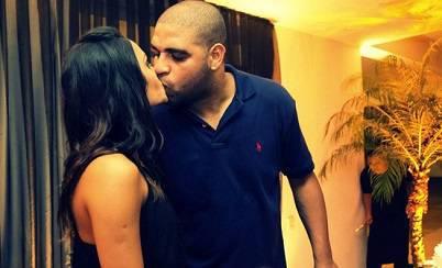 Adriano insieme alla sua ragazza Renata Fontes