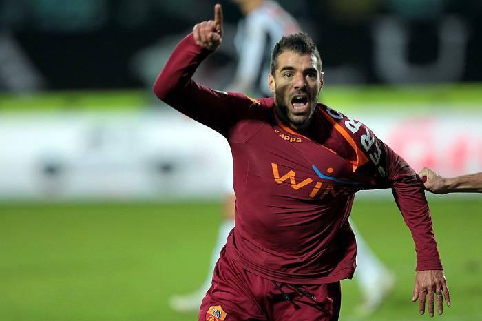 Simone Perrotta dopo il suo gol al Siena in questo campionato (Getty Images)
