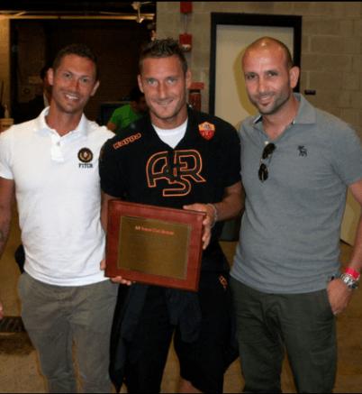 Totti con i fondatori del Roma club Boston