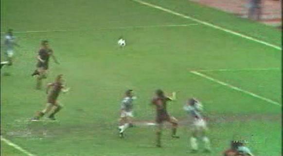 Un fotogramma del gol di Turone