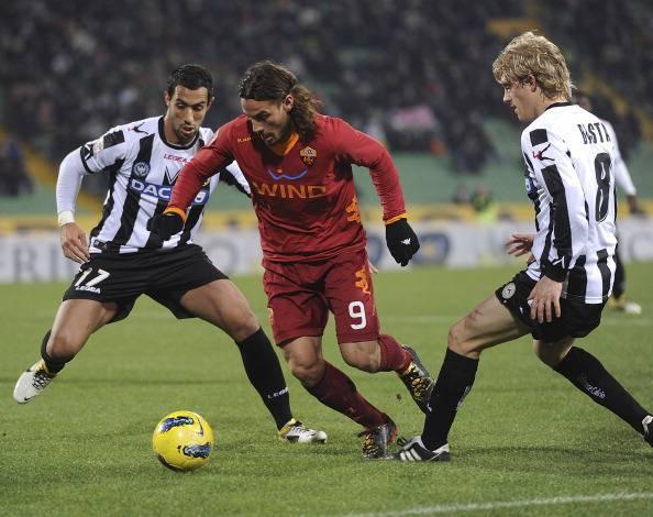 Osvaldo in azione contro l'Udinese