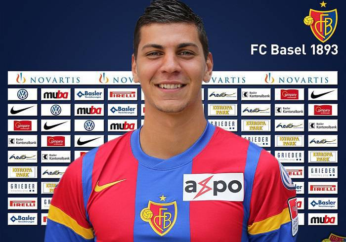 Il difensore svizzero del Basilea Aleksandar Dragovic