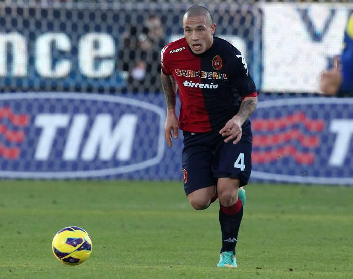 Il centrocampista del Cagliari Radja Nainggolan
