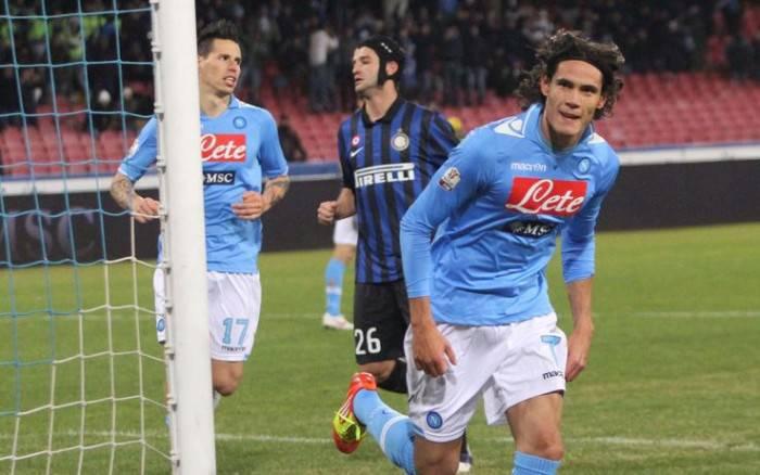 Cavani esulta contro l'Inter