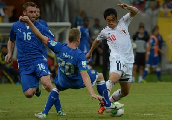 Daniele De Rossi in azione contro il Giappone