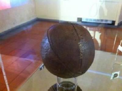 Il pallone usato nel primo campionato di calcio italiano