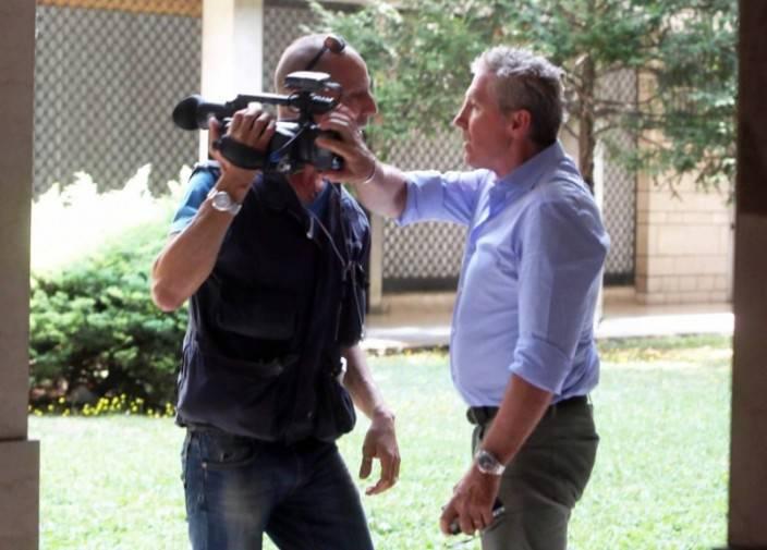 Renzo Contratto litiga con il cameraman