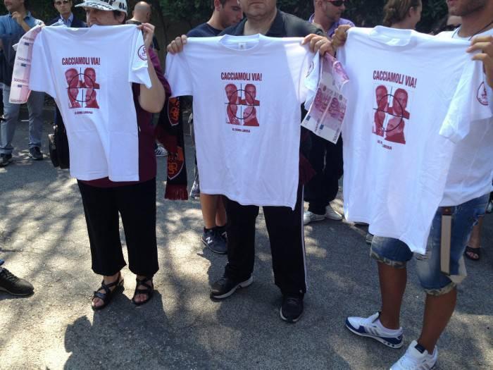 Le magliette ideate dai tifosi (foto Asromalive.it)