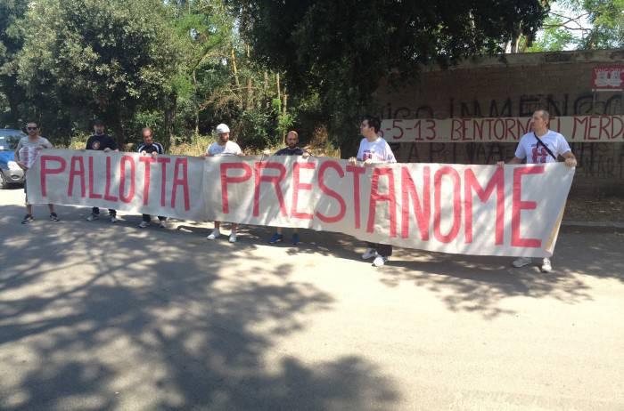 Striscione contro Pallotta (foto Asromalive.it)