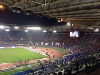 La Curva Sud in fase di riempimento a pochi minuti da Roma-Bologna