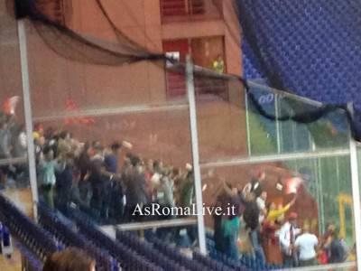 I tifosi della Roma presenti nel settore ospiti dello Stadio Ferraris