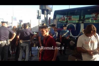 Alessandro Florenzi all'arrivo a Fiumicino