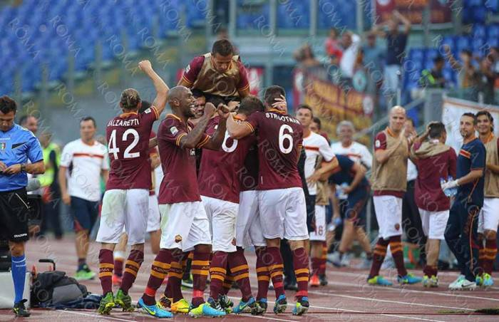 L'esultanza giallorossa al gol di Pjanic