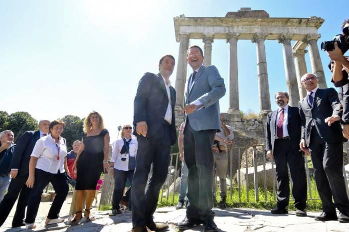 I sindaci Matteo Renzi (Firenze) e Ignazio Marino (Roma)