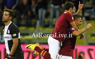 Totti esulta dopo il 2-1 al Parma