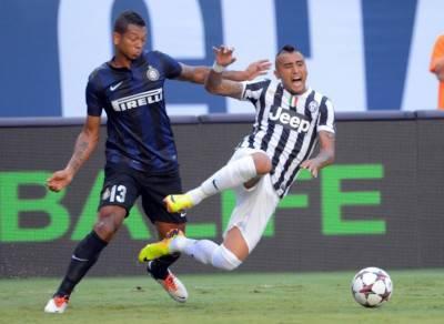 Vidal e Guarin nel derby d'Italia