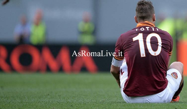 Roma-Juventus Totti seduto