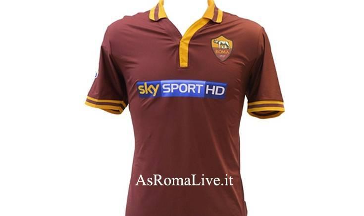 La maglia della Roma con lo sponsor Sky