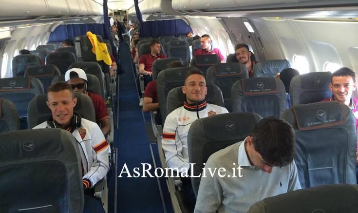 Totti e compagni sull'aereo