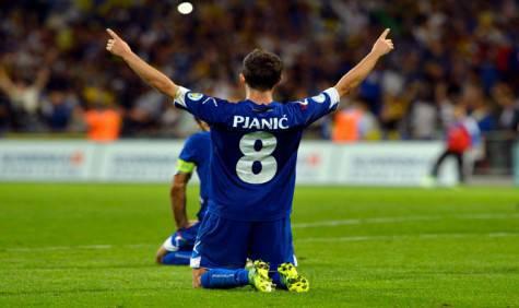 Miralem Pjanic con la maglia della Bosnia