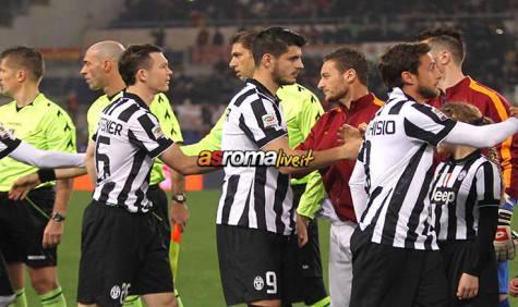 Roma-Juventus strette di mano