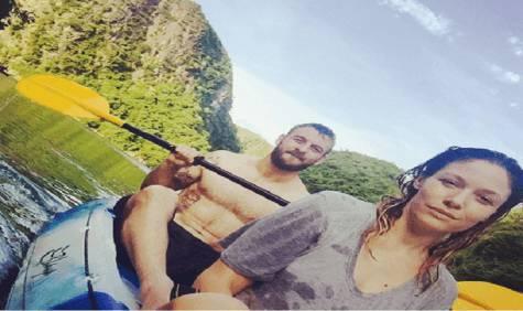 De Rossi in kayak con la compagna